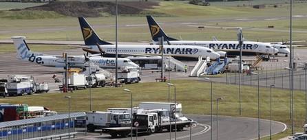 青羚网-冰岛火山灰致欧洲五百航班取消