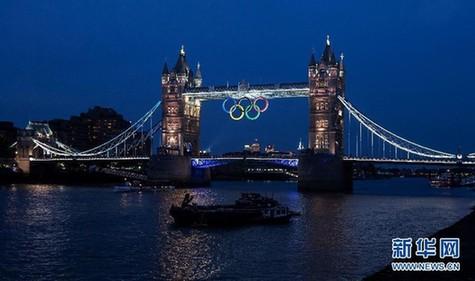 这是伦敦塔桥夜色(7月23日摄)
