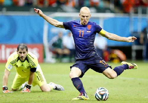 第28分钟,迭戈-科斯塔的疑似假摔,为西班牙赢得一记点球.