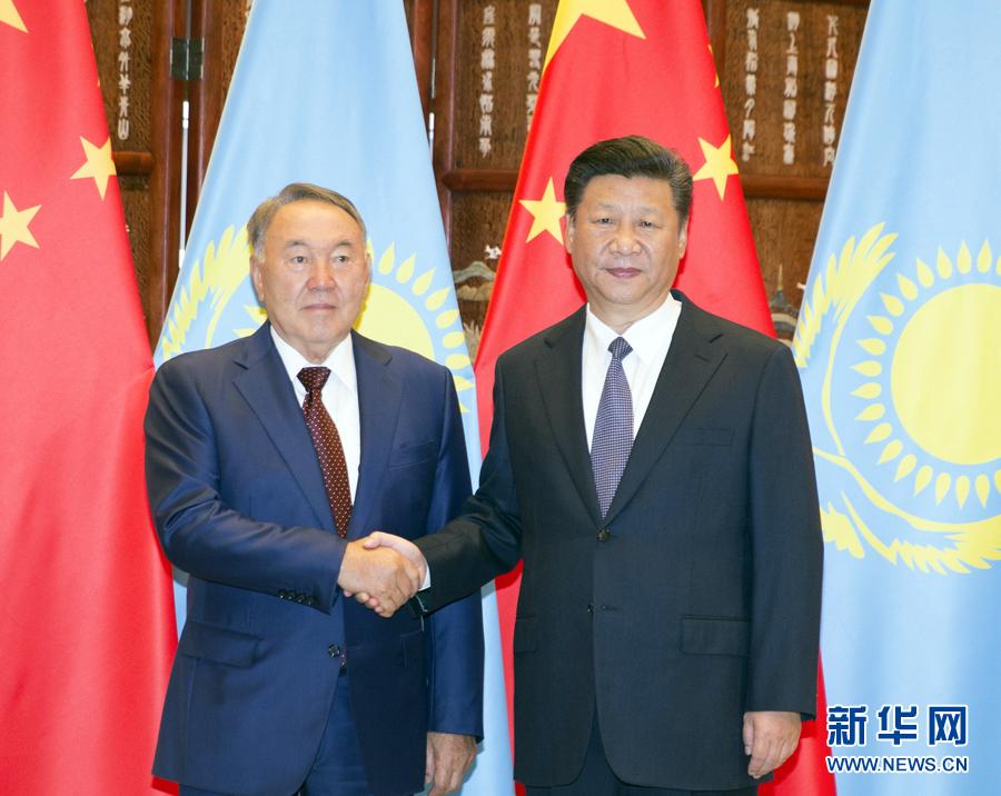 习近平同哈萨克斯坦总统纳扎尔巴耶夫举行