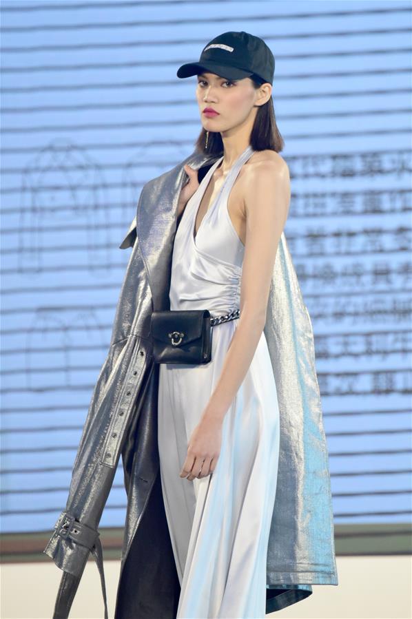 当日,2019台北TOP时装设计大赏决赛在101大楼举行。 新华社记者 朱祥 摄