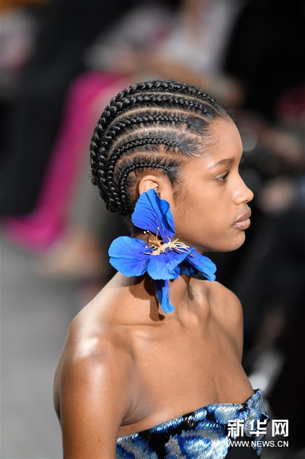 巴黎高级定制时装周:斯基亚帕雷利发布春夏新品