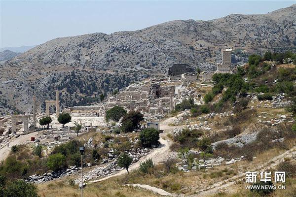 这是8月21日拍摄的土耳其萨加拉索斯古城遗址。新华社发(穆斯塔法·卡亚摄)