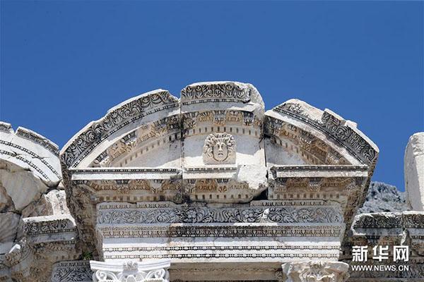 这是8月21日拍摄的土耳其萨加拉索斯古城遗址建筑局部。新华社发(穆斯塔法·卡亚摄)