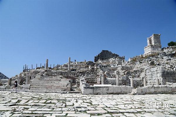 这是8月21日拍摄的土耳其萨加拉索斯古城遗址。新华社发(穆斯塔法·卡亚摄)  萨加拉索斯古城位于土耳其西南部,距著名度假胜地安塔利亚约110公里。据联合国教科文组织介绍,该地区在距今1万多年前已有人类活动的踪迹,多种文明曾在此栖息。