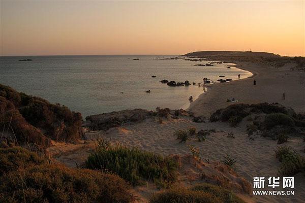 希腊埃拉福尼西海滩。新华社发(马里奥斯·罗洛斯摄)