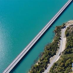 """西藏拉林高等级公路上的""""最美大桥"""""""