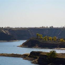 萨拉乌苏河秋景美