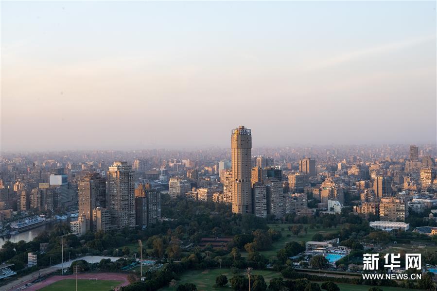 这是11月24日在埃及首都开罗的开罗塔上拍摄的开罗市区。 新华社记者 邬惠我 摄