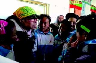 """""""带西藏孩子上北京"""",一""""带""""已十年"""