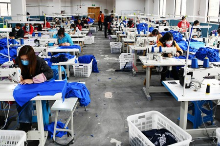 贵州兴义:扶贫车间复工复产促增收
