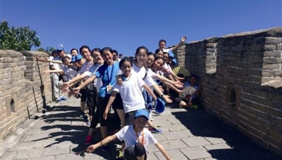 杂多孩子把锅庄带到了长城上