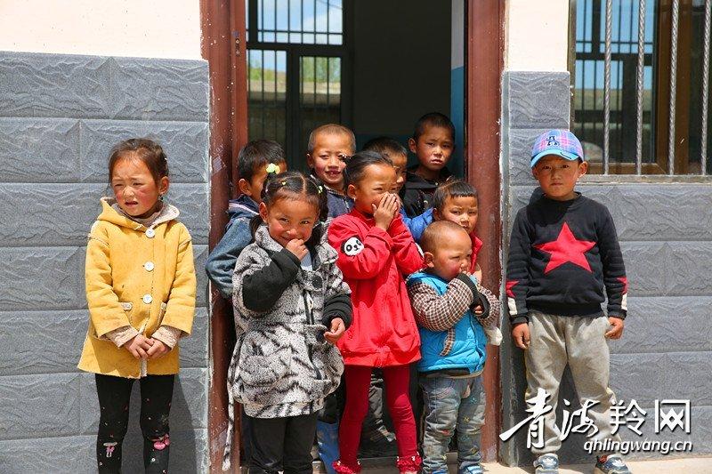 爱心企业捐赠物资 情暖循化抽子小学