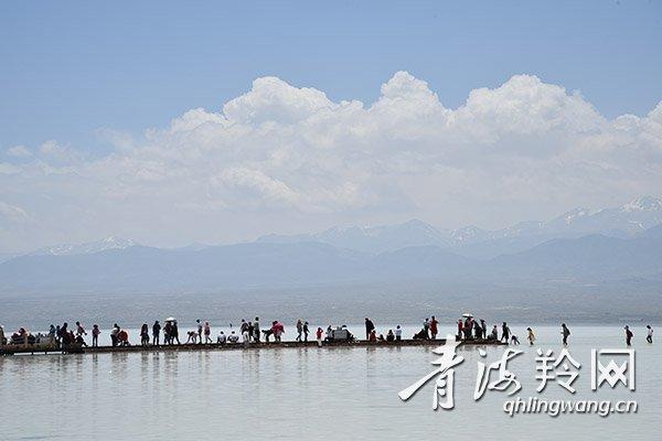 茶卡盐湖成为青海著名旅游胜地