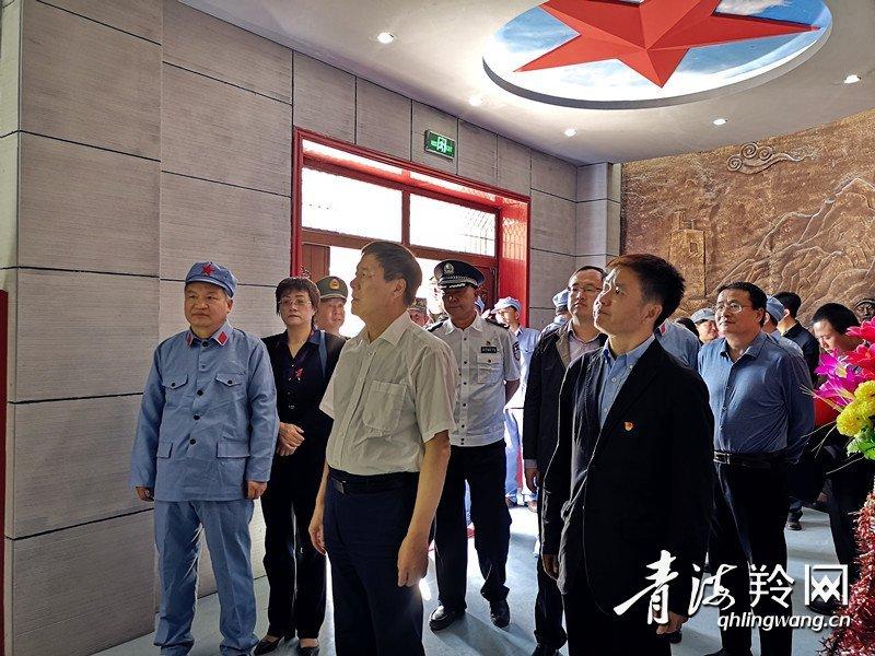 班玛县红军长征纪念碑落成