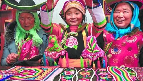 彩虹之乡:绣出七彩幸福路