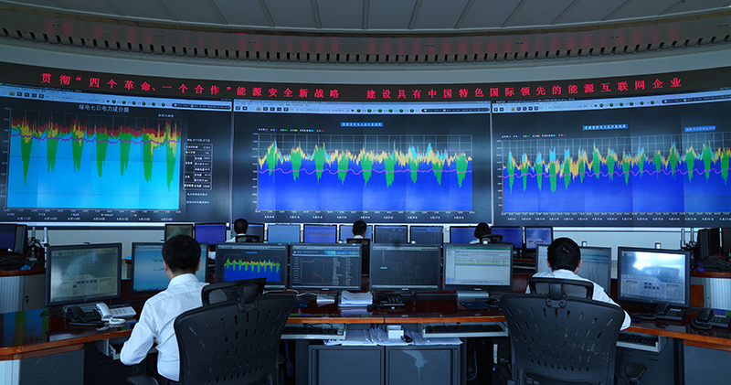 國網青海省電力公司調控中心人員正在監控綠(5736996)-20200804085419.jpg