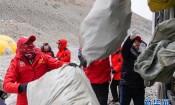 西藏举行2020年春季登山垃圾清理回收活动 山峰环保机制逐步健全
