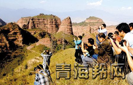 互助土族自治县北山风景区负责人齐培风告诉记者,北山秋季美景终于