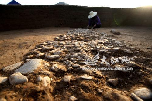 江西靖安发现史前时期鹅卵石路