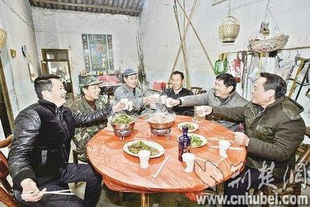 别墅 新洲/老友们在山中小屋吃饭