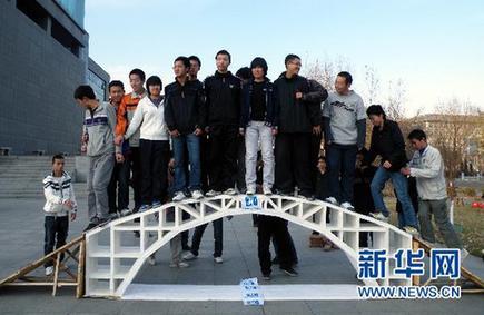 纸桥承重设计图 张纸展示