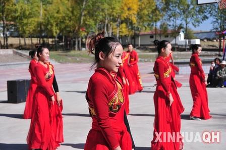 """青海省""""欢乐乡村""""文艺演出走进门源"""