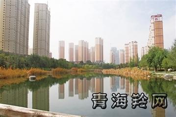 深秋的西宁市海湖新区火烧沟景观区景色宜人.