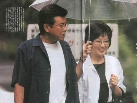 三浦友和山口百惠获称模范夫妻五连贯图片