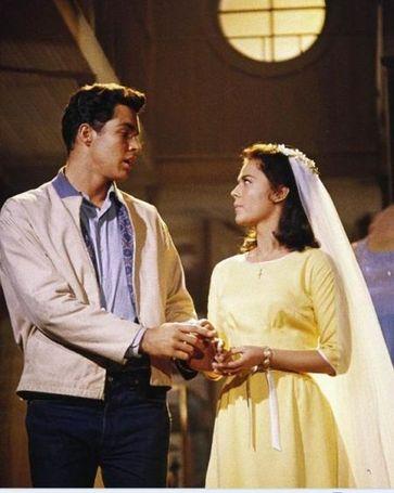 娜塔莉·伍德(右)在1961年的影片《西区故事》里扮演