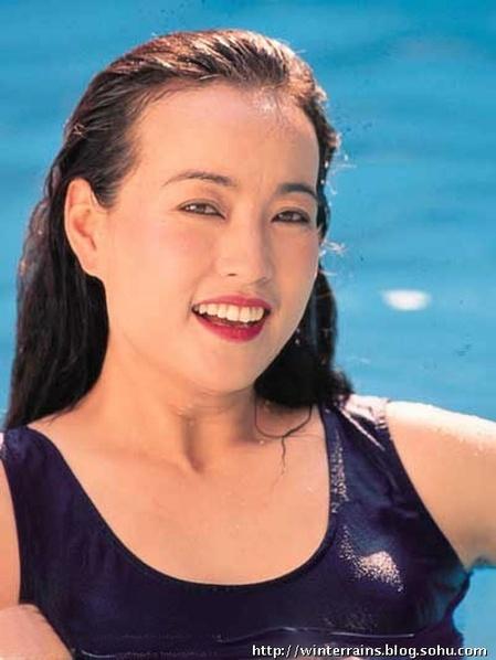 刘晓庆昔日罕见丰韵性感泳装照曝光