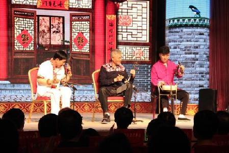 观众怀疑是模仿秀赵本山 现场参加五一慰问演出的主持人于月仙,邓小林图片